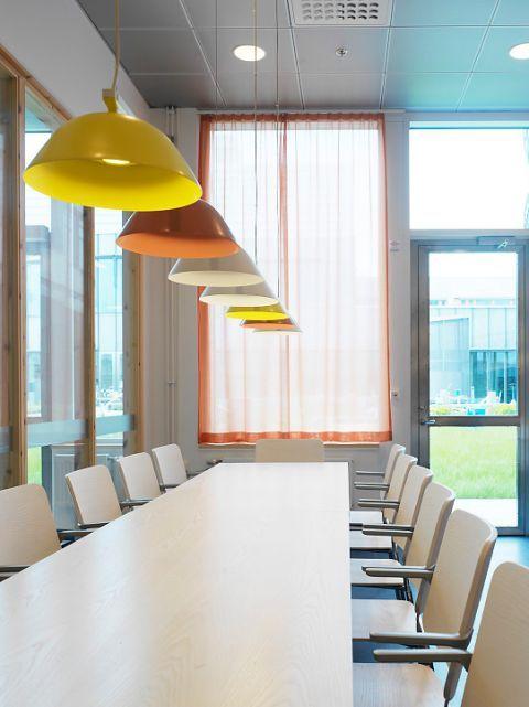 VHC-Veterinärmedicinskt och husdjursvetenskapligt centrum   Nyréns Arkitektkontor. Lamp: Sempé w103s7, www.wastberg.com