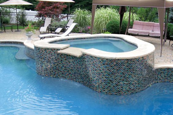 spade shaped spa with mosaic tile