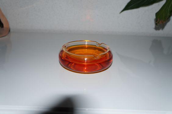 cendrier en verre de couleur ambre,orangé