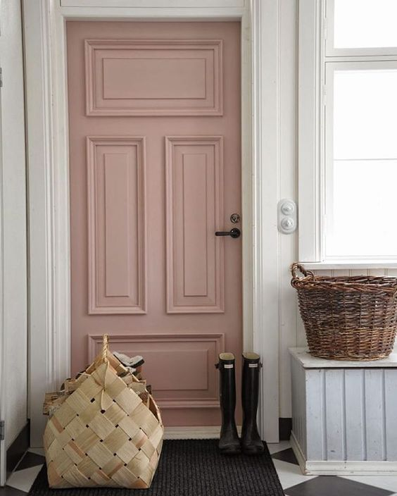 I 39 m completely smitten with the light dusty mauve paint Front room paint colors