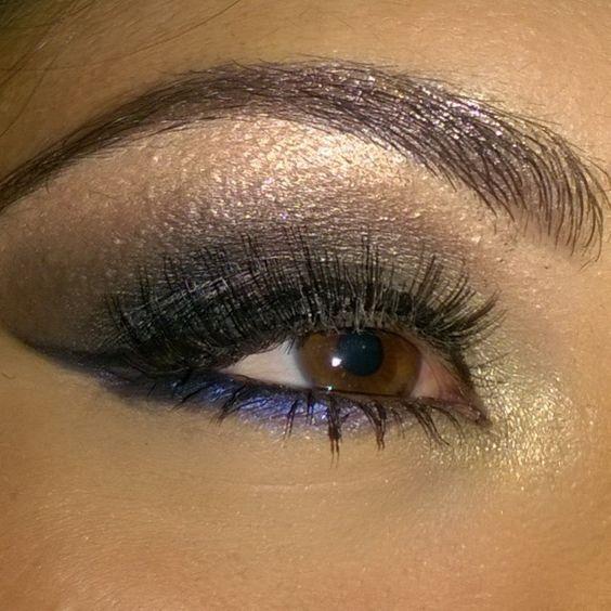 Olho com detalhe azul