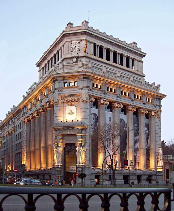 Banco central del arquitecto Antonio Palacios. Hoy instituto Cervantes. Madrid