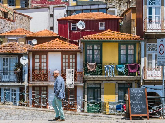 Spend 2 days in Porto Portugal with my detailed Porto itinerary. Discover the best things to do in Porto, from exploring the Ribeira to visiting the famous Livraria Lello bookshop that inspired Harry Potter locations. This Porto weekend guide covers where to eat in Porto, Portugal travel tips, and includes a map of what to see in Porto, including the azulejo tiles of Igreja do Carmo. #port #portugal #europetravel