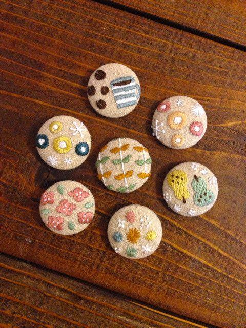 くるみボタンで癒しの刺繍デザイン 作り方 アイデア集 Weboo ウィーブー 暮らしをつくる 刺繍 図案 ビーズ刺繍 図案 刺繍 図案 かわいい