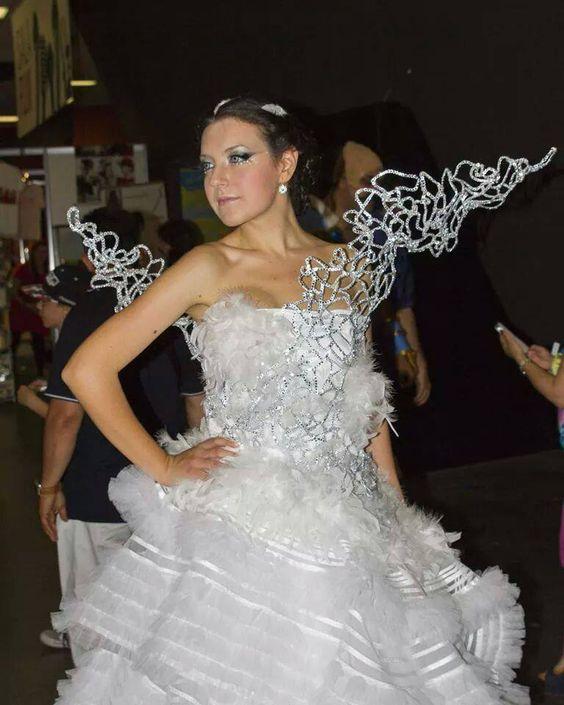 Jennifer lawrence hunger games wedding dress