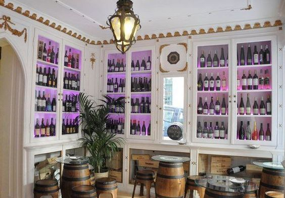 """The Old Pharmacy Wine Inn"", la #vinoteca de #Lisboa ubicada en una farmacia de más de 100 años de antigüedad, conserva la decoración original."
