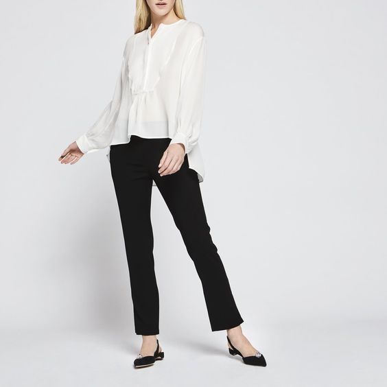 Luxurious and relaxed in pure silk crêpe, this blouse is stunning in its easy simplicity—it's one of those pieces that instantly makes just about any outfit. - 100% silk - Dry clean                                                                                                                                                     More