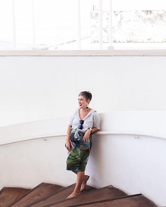 """Ana Soares no Instagram: """"Mais desse look porque eu amei a composição dessa foto. O desafio agora será encontrar outras blusas que funcionem tão bem com a saia…"""""""