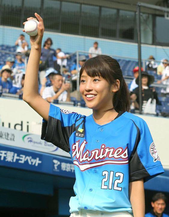 ユニフォーム姿の岡副麻希の美人でかわいい画像