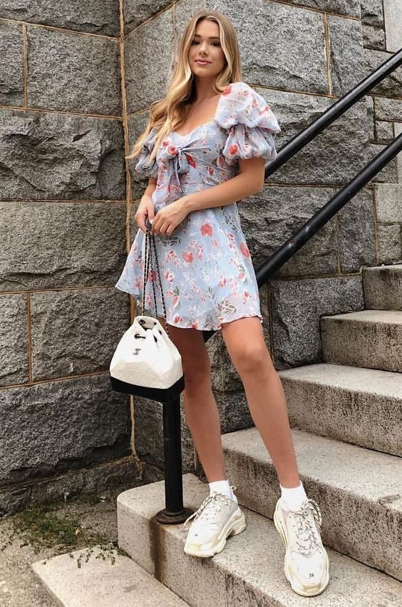 summer+stylish+look+|+floral+dress+++bag+++sneakers