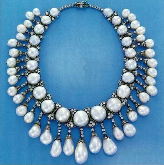 Antique natural pearls and diamonds necklace, sold in 1991 for $187,000 at Christies. Found on Instagram @treasuregarland: