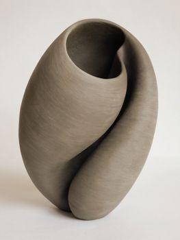Dit is een goed voorbeeld van keramiek omdat het goed te zien is dat dit van klei is gemaakt.