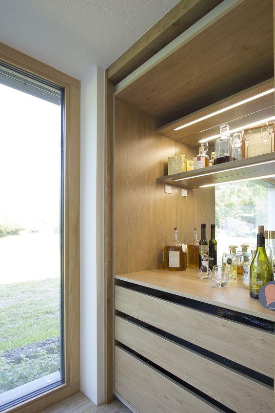 Integrierte Bar in der Küche Eingefräste LED-Beleuchtung