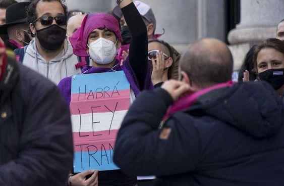 Concentración frente al Congreso de los Diputados, Madrid. Foto: Iraia Bengoetxea (@iraia.bengoetxea)