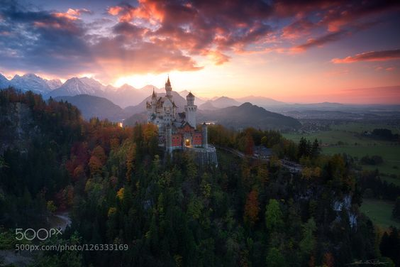 Schloss Neuschwanstein in autumn-dress. skype processing workshops details about: pfisters.pcpost@gmx.de