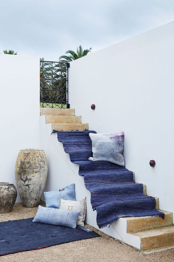 IT'S MIDNIGHT and SWEET ANGELINE Turkish Cane Rugs in this Mediterranean outdoor space ♦︎ from tigmitrading.com: