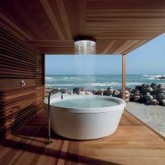 Badewanne am Meer: Kolonial Badezimmer von Design by Torsten Müller