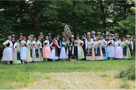 Trachtengruppe Banater Schwaben Reutlingen. Die Trachtengruppe präsentiert ihre eigenen Trachten aus den herkömmlichen Dörfern aus dem Banat.