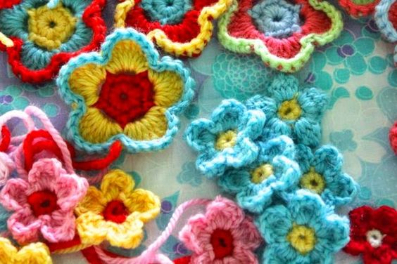 little woollie: Holiday Crochet - Flower love