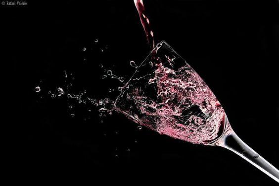 Excelente trabalho fotográfico com vinho.
