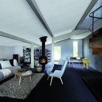 Panneau d'isolation de toiture en bois massif teinté blanc
