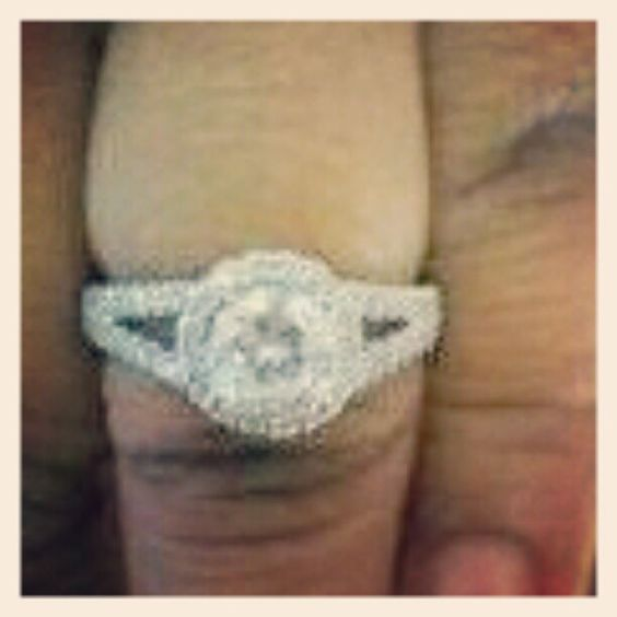 Eye catching examples of online engagement rings. Visit at http://pinterest.com/luxurywatch/online-engagement-rings/