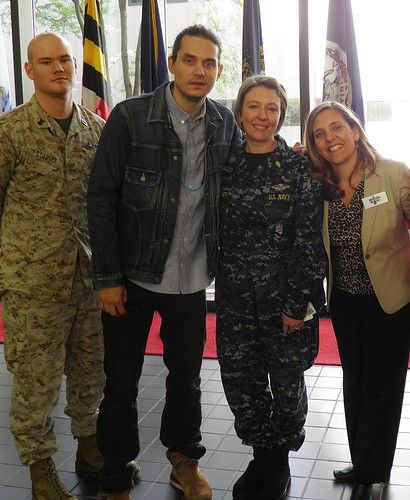 John Mayer visits veterans in DC for Musicians on Call