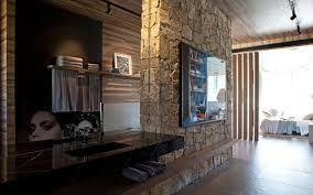 Resultado de imagem para jardim paredes em madeira