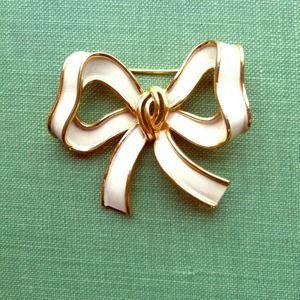 Trifari Jewelry - Vintage Trifari Bow Tie Brooch