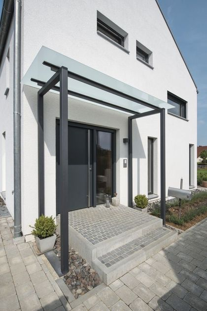 44 Meilleures Idees De Marquise De Porte Qui Embelliront Votre Maison Maison Zenidees En 2020 Entree De Maison Exterieur Idee Entree Maison Maison