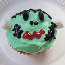 Frankenstein cupcakes.... think it could be really cute if it was done a little neater!