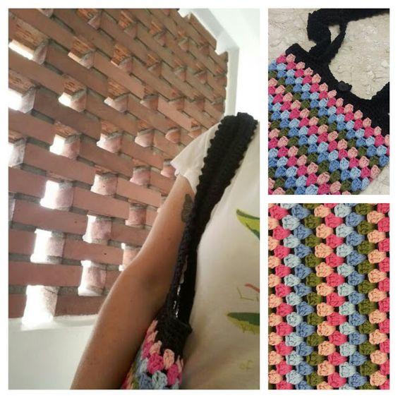 Granny Crochet Laptop Bag: http://linhasimaginarias.blogspot.com.br/2016/01/laptop-bag.html