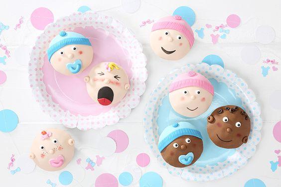 Die Baby Cupcakes mit unterschiedlichen Gesichtern sind eine lustige Idee für die Babyshower der besten Freundin. • Foto & Styling: Thordis Rüggeberg, Foodproduktion: Eileen Greuel
