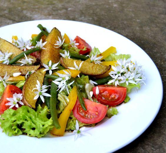 S-Küche: Bärlauchblüten Salat mit Kartoffelspalten