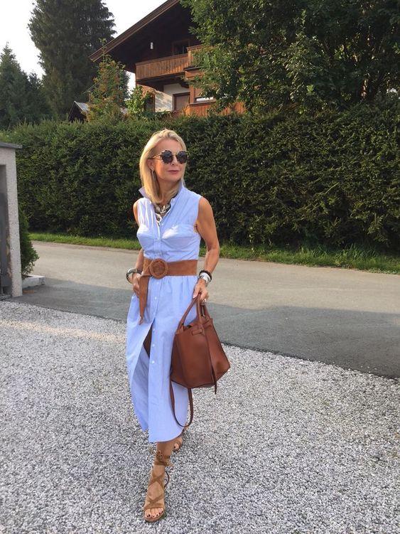 Traumhaftes hellblau weiß Hemdblusenkleid von Alexa Chung mit cognac Details ... Tasche big bag von Celine und Sandalen von Gianvito Rossi...