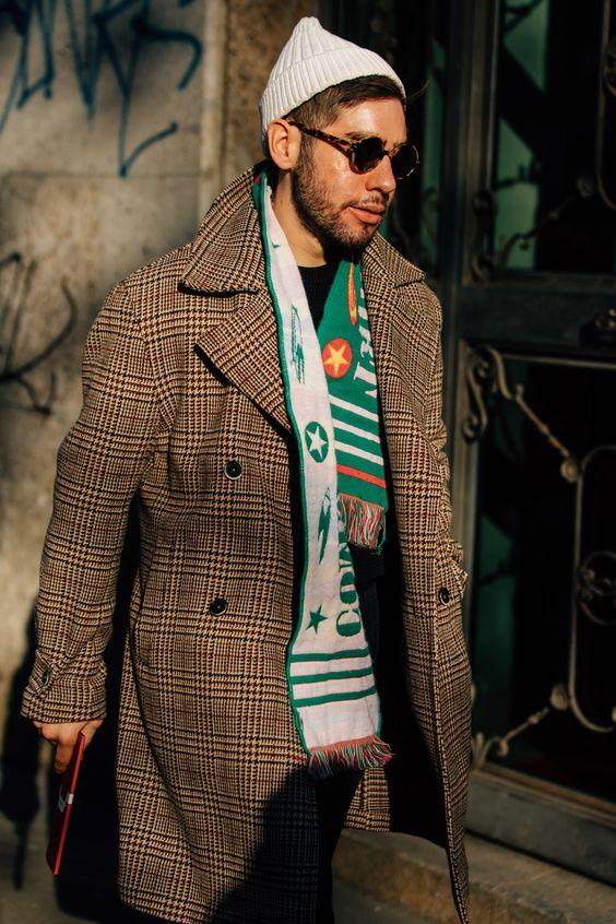 30代メンズの冬ファッションに欠かせないアイテムのマフラー