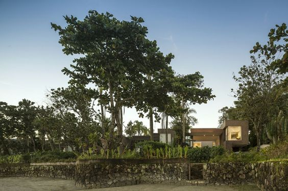 Four Houses in Baleia by Studio Arthur Casas (1)
