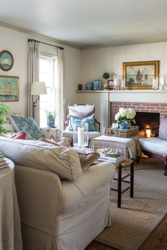 For a Midwest blogger-turned-designer, an internship in Boston instilled an abiding affinity for the signature styles of New England, especially the sun-bleached cottages nestled along the sand dune–lined shores of Nantucket. Explore her home in our January/February issue, available on newsstands and at www.VictoriaMag.com!