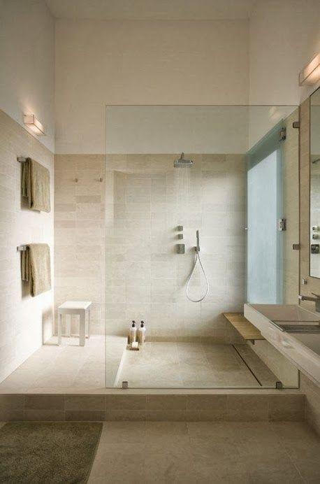 Luxus Badezimmer in Sandstein Optik mit mega großer begehbarer Dusche. #Badezimmer #Dusche