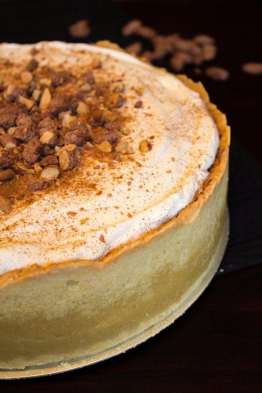 Extra Hoher Apfelkuchen Mit Sahnehaube Und Gebrannten Mandeln Apfelkuchen Kuchen Kuchen Rezepte