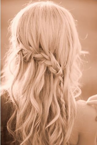 coiffure mariée, bride, mariage, wedding, hair, hairstyle, braid, updo, chignon, tresse, couronne fleurs, headband  http://www.pinterest.com/adisavoiaditrev/: