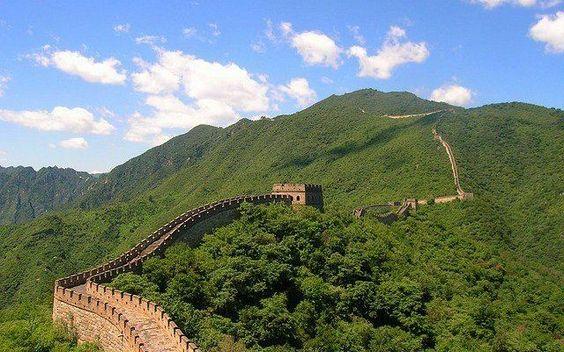 Alla scoperta della Grande Muraglia cinese: curiosità e falsi miti Oggi vi porto in Cina, alla scoperta della Grande muraglia cinese, uno dei luoghi più incredibili del mondo!  La Grande Muraglia cinese è uno dei luoghi più visitati della Cina, e non c'è da stupir