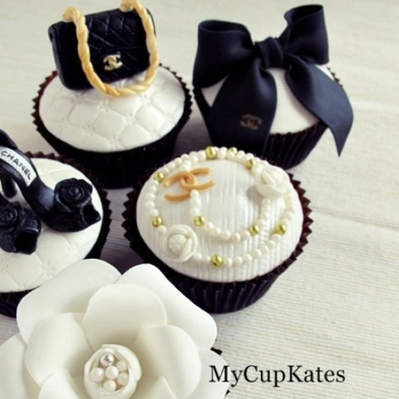 Beautiful cupcakes!: Cakes Cupcakes, Chanel Cake, Cupcakes Cookies, Cup Cake, Party Idea, Fashion Cake, Chanel Cupcakes