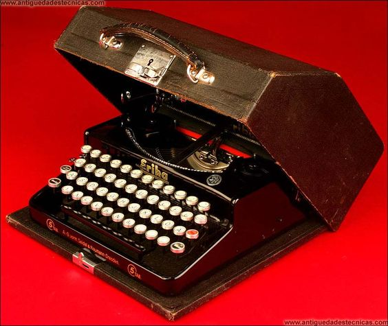 Máquina de Escribir Erika modelo 5, ca. 1930.