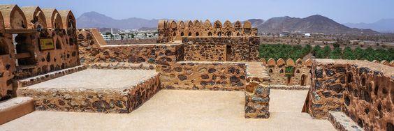 Das Bild, aus dem Reisebericht von Philipp Laage www.reisedepeschen.de, zeigt das Schloss von Jabrin, in der Nähe der Stadt Bahla (Oman).