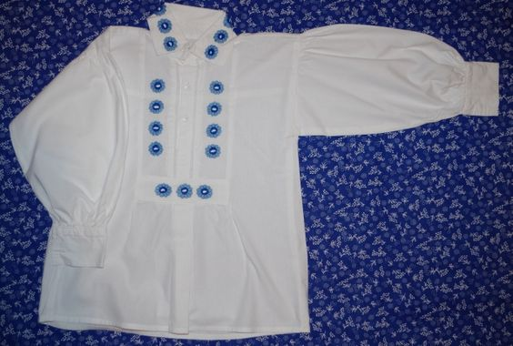 Blue embroidered boy shirt / Kékkel hímzett kisfiú paraszting