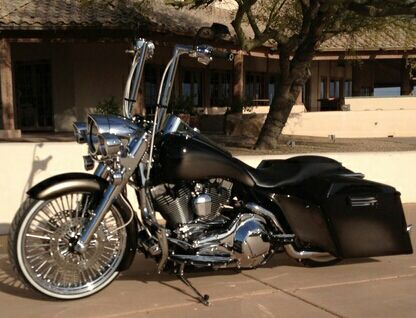 Road king. Custom paint, bars and wheels