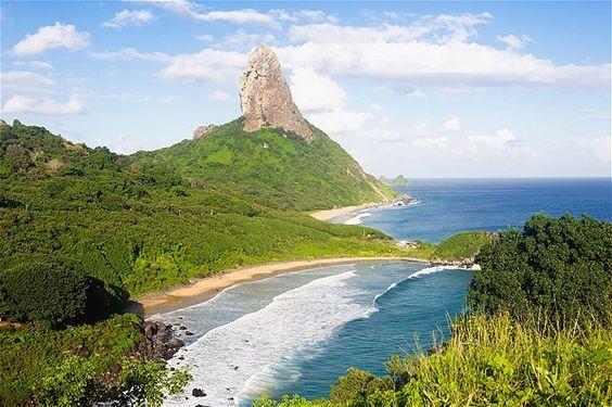 (© GM Photo Images/Alamy)Morro do Pico no Parque Nacional Marinho de Fernando de Noronha em Pernambuco