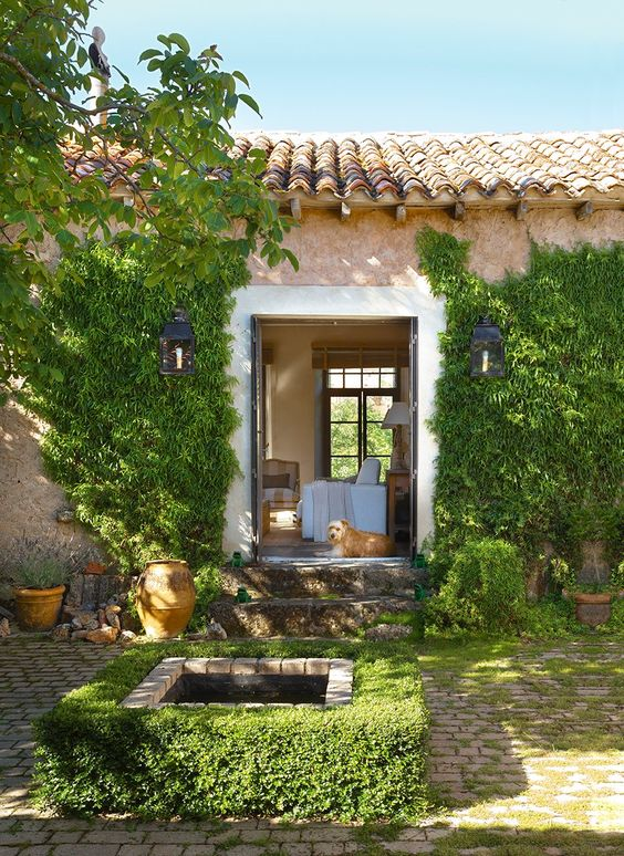 Best French farmhouse exterior inspiration with fountain. #frenchfarmhouse #exterior #frenchcountry #fountain #provence