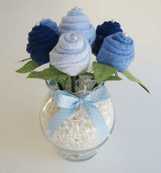 cute babyshower gift idea: bouquet of washclothes
